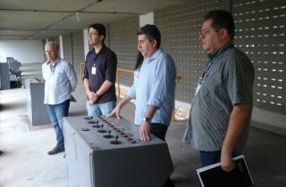 Diretor da Cagepa vistoria obra em Santa Rita